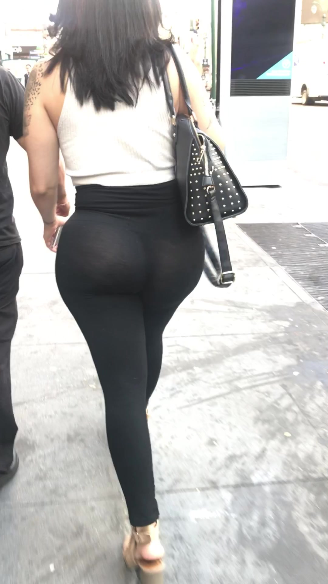 Ebony Squirting Yoga Pants