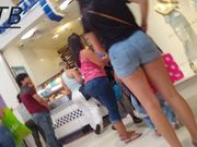 Teen candid whooty at the mall
