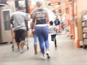 Sexy PAWG at Home Depot